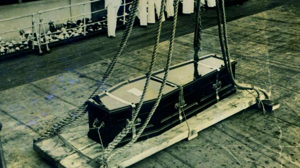ARCHIVE. Voici le cercueil de la Reine Ranavalona lors de son rapatriement