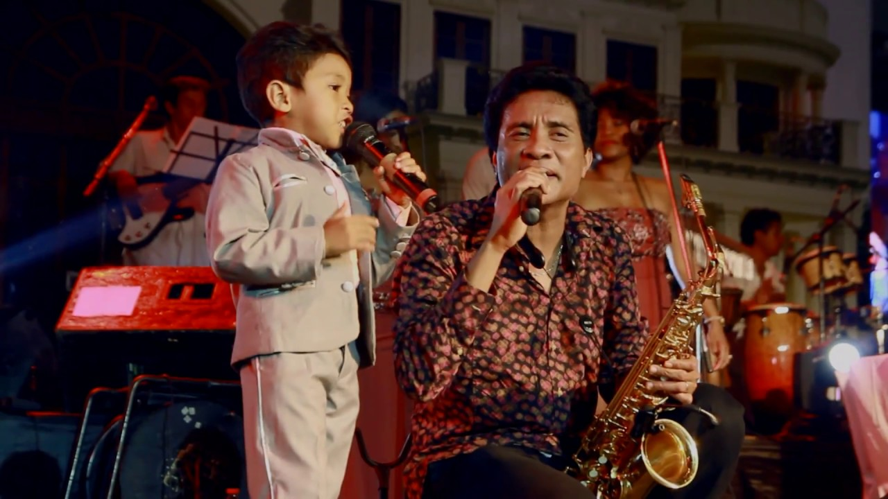 VIDEO. Quand le petit Christian Kely chante avec Njakatiana
