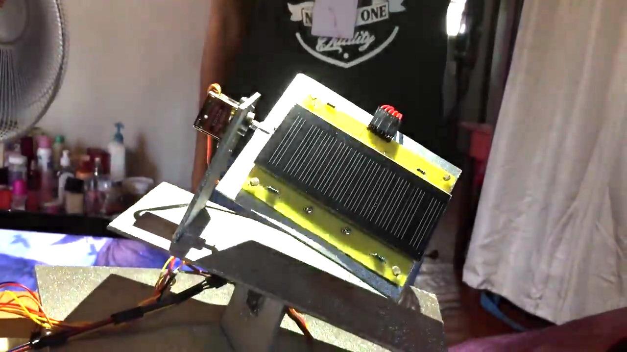 VIDEO. Une jeune Malgache crée un panneau solaire mobile en 24 heures