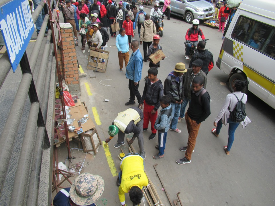 Les marchands ambulants autorisés à vendre sur les trottoirs d'Antananarivo