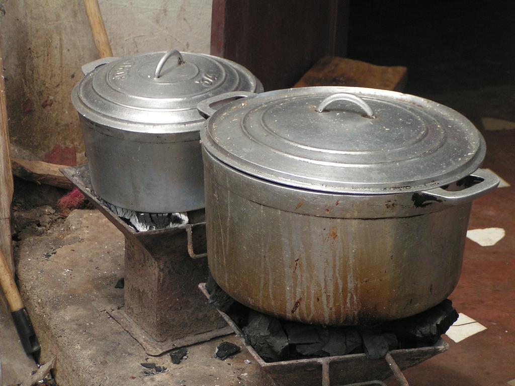 VIDEO. Les marmites malgaches interdites de commercialisation à la Réunion