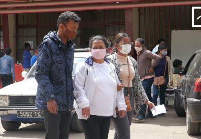 VIDEO. Face à l'hécatombe, Madagascar compte ses morts du coronavirus